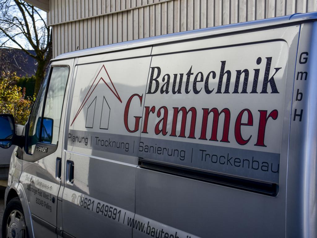 Bautechnik Grammer, Firmensitz in Palling, Landkreis Traunstein, Firmenfahrzeug