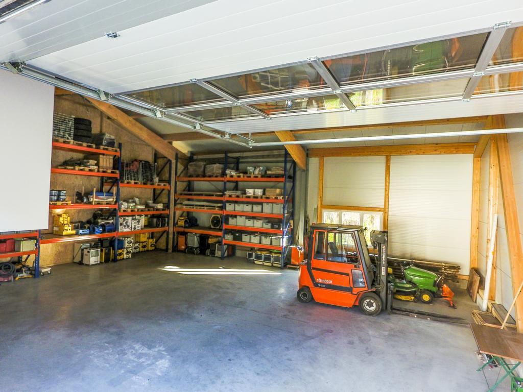Bautechnik Grammer, Firmensitz in Palling, Landkreis Traunstein, Blick ins Lager