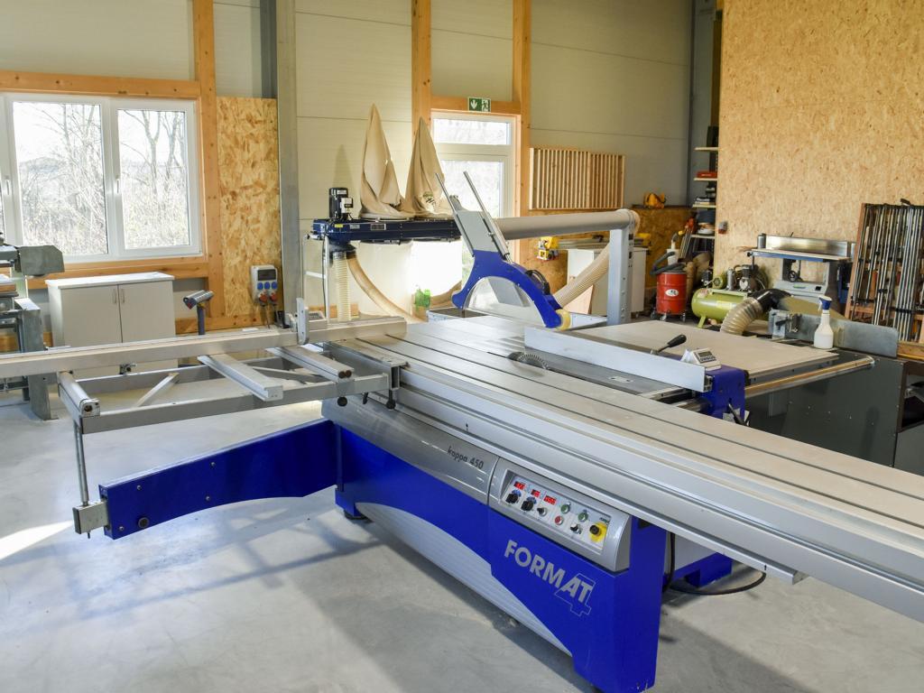 Bautechnik Grammer, Firmensitz in Palling, Landkreis Traunstein, Säge