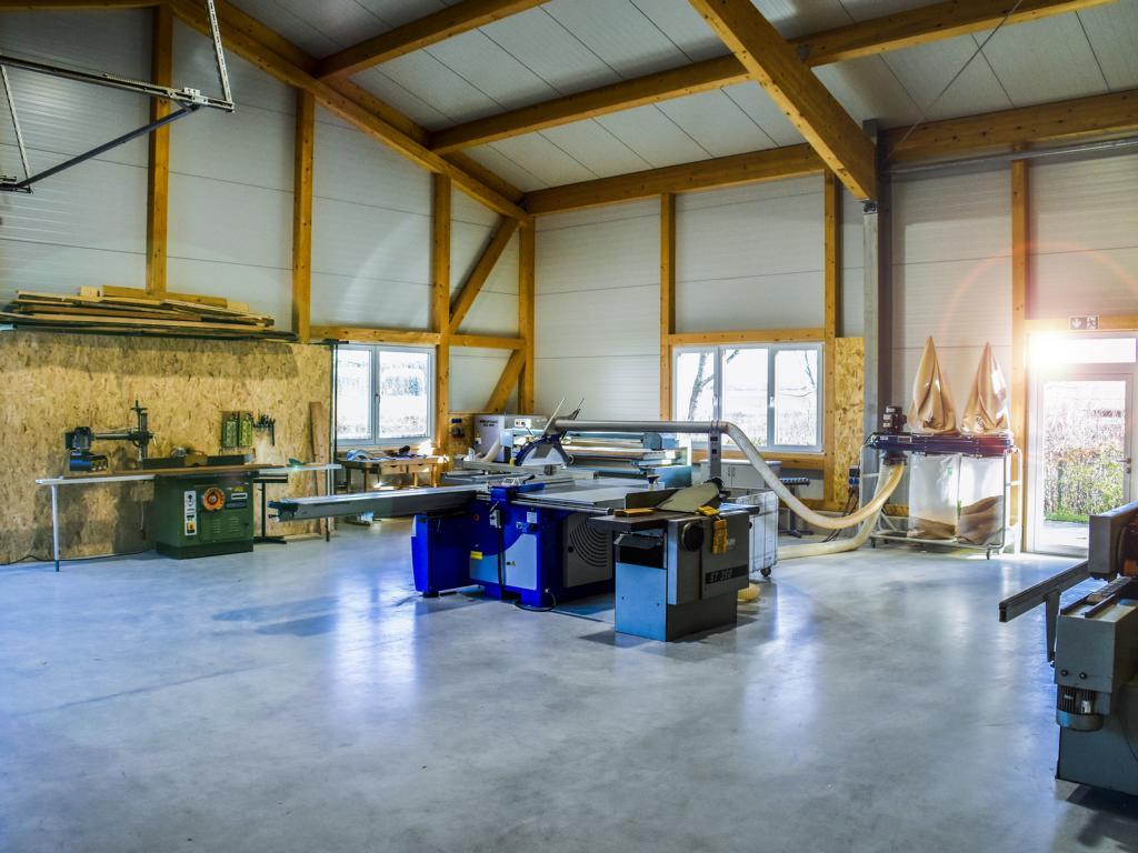 Bautechnik Grammer, Firmensitz in Palling, Landkreis Traunstein, Werkstatt-Überblick